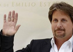 Emilio Estevez's right hand