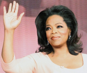 Oprah Winfrey waving her right hand